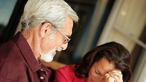Hängt der Haussegen schief, drohen Eltern oft mit Enterbung