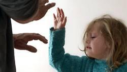 """Mission Kinder retten: 2007 haben die deutschen Gerichte in rund 10.800 Fällen """"den vollständigen oder teilweisen Entzug der elterlichen Sorge"""" angeordnet"""