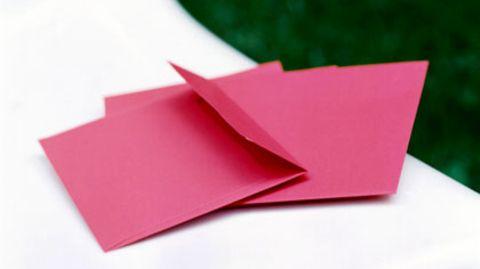 Kein Standard, weil rot: Die Post verlangt für farbige Briefe 90 statt 55 Cent Porto