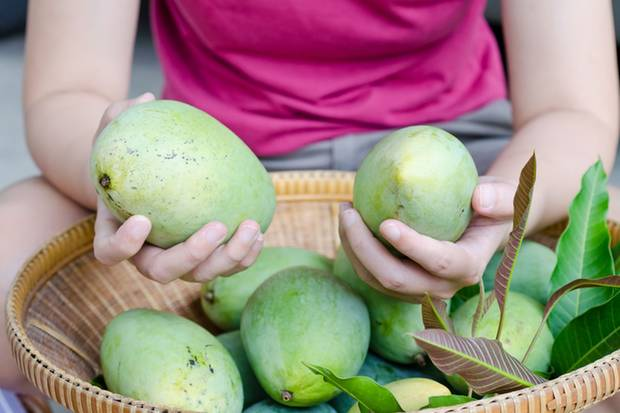 Ob die Frucht noch gut ist, lässt sich meist schon durch Riechen herausfinden