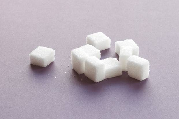 Haushaltszucker besteht aus zwei verschiedenen Zuckerarten: Glukose und Fruktose