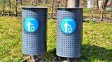 Halten Sie sich draußen von Müllcontainern und Abfallbehältern fern - hier finden sich besonders viele Wespen. Auch am oder im eigenen Haus sollten Sie Mülleimer nie offen herumstehen lassen, sondern verschließen