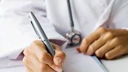 Neu kalkultiert werden muss der Gesundheitsfonds: Krisenbedingt fehlen fast drei Milliarden Euro