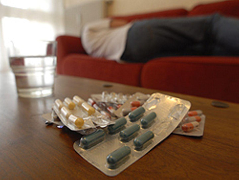 Durch Nebenwirkungen von Arzneimitteln verlieren hierzulande mehr Menschen ihr Leben als im Straßenverkehr