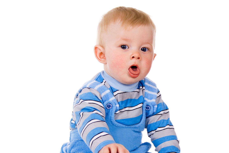 Das Kind hustet im Stakkato, das Baby piepst eher kläglich