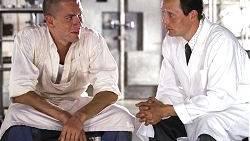 Bjarne (Nikolaj Lie Kaas) und Svend (Mads Mikkelsen) haben ihre eigene Fleischerei eröffnet