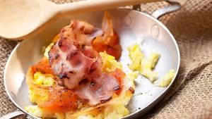 Lecker - und reich an Cholesterin: gebratene Eier mit Speck