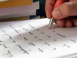 Die vier Briefe mit den Mordhinweisen sind nur scheinbar von verschiedenen Personen geschrieben worden