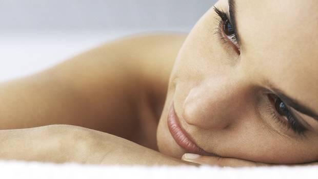 Bei der Psychotherapeutin lernen Sie, wie Sie Ihre Schmerzen wieder verlernen