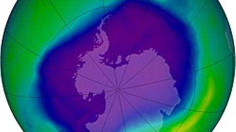Ozonloch über der Antarktis: Die blauen und violetten Zonen geben an, wo die Ozonschicht am dünnsten ist