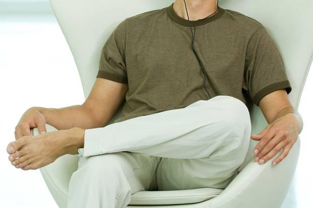 Ganz lässig, ganz gesund: Knie und Oberkörper im 135-Grad-Winkel
