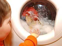 Gereinigt, aber nicht frei von Keimen: Manche Krankheitserreger überstehen die Prozedur in der Waschmaschine