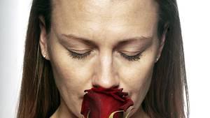 Den Duft einer Rose einatmen - eine der kleinen Freuden, auf die Menschen mit Anosmie verzichten müssen