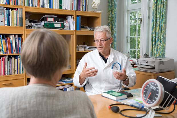 Der Arzt wird Sie auffordern, Ihre Kopfschmerzen zu beschreiben