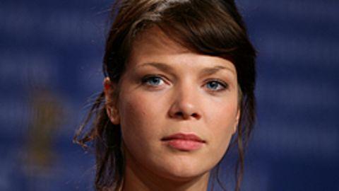 """Jessica Schwarz auf der Berlinale-Pressekonferenz zu ihrem neuen Film """"Der Rote Kakadu"""""""