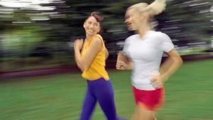Frauen beim Joggen: Abwarten verbrennt keine Kalorien
