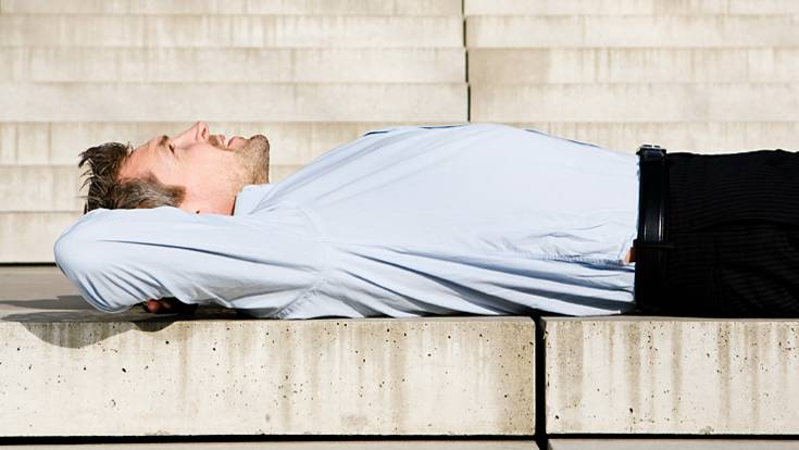 viele sagen bei r ckschmerzen ist eine harte matratze gut falsch. Black Bedroom Furniture Sets. Home Design Ideas