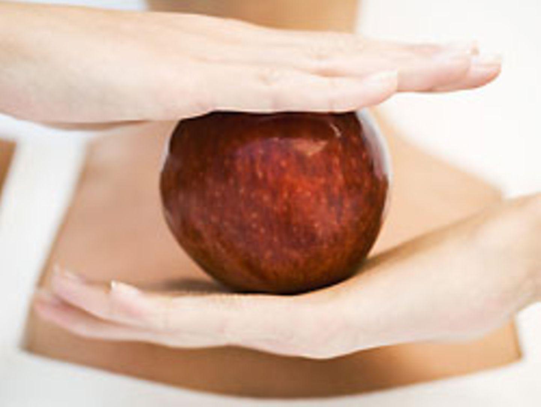 Der quellfähige Ballaststoff Pektin im Apfel sättigt