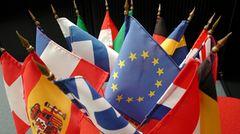 Die Alpenrepublik will nach Europa  Österreich hat diese Woche offiziell die Aufnahme in die Europäische Gemeinschaft beantragt. Außenminister Alois Mock überreichte dem derzeitigen Präsidenten des EG-Ministerrats in Brüssel das Beitrittsgesuch. Zugleich unterstreicht Österreich seinen Status als neutrales Land. Zwar gilt die Neutralitätsfrage als schwierigstes Hindernis für die Aufnahme der Alpenrepublik in die Zwölfer-Gemeinschaft, aber bisher hat Brüssel noch kein Beitrittsgesuch eines europäischen Landes abgelehnt
