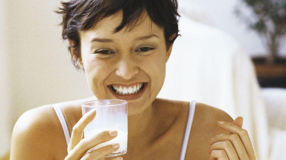 Mit Milch sollte man Medikamente nicht unbedingt einnehmen - Antibiotika etwa verlieren dadurch ihre Wirkung