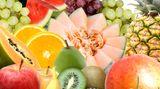 Ziehen Sie unbedingt natürliche Vitamine den künstlichen vor. Die Vitamine im Obst entfalten eine bessere Wirkung.