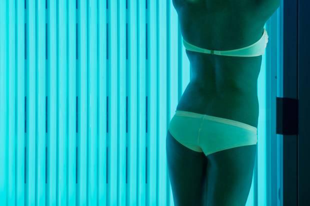 Im Strahlenkranz: Die Leuchtröhren senden ultraviolettes Licht aus