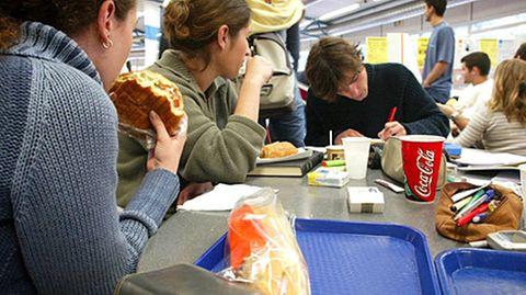 Viele Schulen bieten kein vernünftiges Mittagessen an