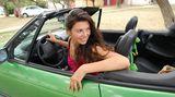 Halten Sie beim Autofahren nach Möglichkeit die Fenster geschlossen. Auch wenn es noch so viel Spaß macht: Eine Fahrt im Cabrio ist für Insektengiftallergiker weniger empfehlenswert
