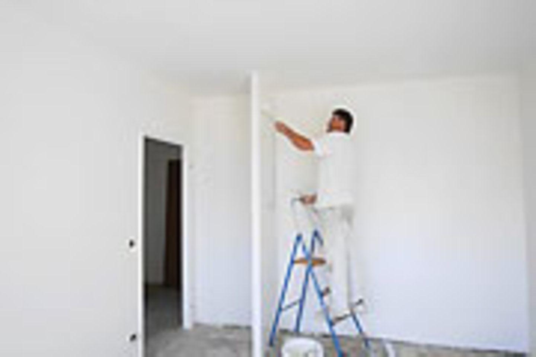 Adieu Tristesse: Laut einem BGH-Urteil dürfen Vermieter ihre Mieter nicht zu einer bestimmten Wandfarbe zwingen