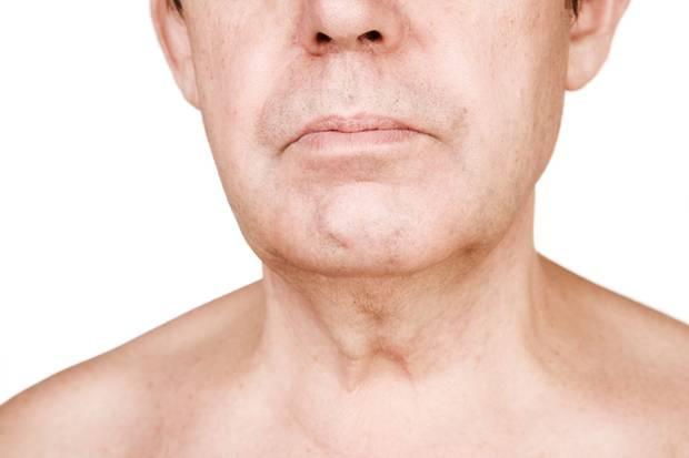 Beim allergischen Asthma verkrampft die Atemmuskulatur und die Bronchien verschleimen. Das erschwert vor allem das Ausatmen