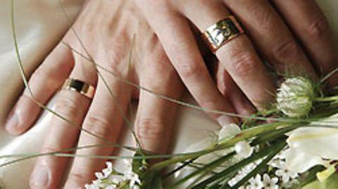 Standesamtlich durfte der Mann seine Partnerin heiraten - der kirchliche Segen wurde ihm verweigert