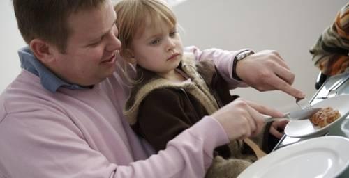 Die finanzielle Hilfe durch das Elterngeld hat die Zahl der Väter, die nun auch den Nachwuchs hüten, verdreifacht