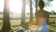Auszeit vom Alltag: Wer regelmäßig meditiert, ist nicht nur gelassener, sondern lebt auch gesünder