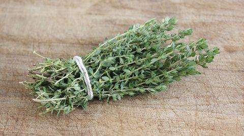 Ein Tee aus Thymianblättern hilft gegen trockenen Husten