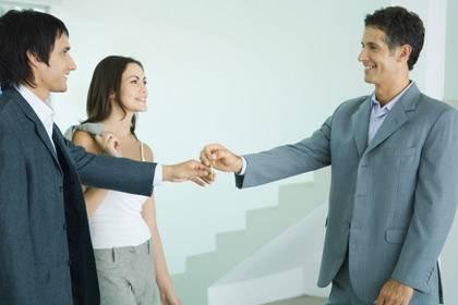 Sie wirken charmant und kompetent, doch nicht alle Makler verdienen Ihr Vertrauen