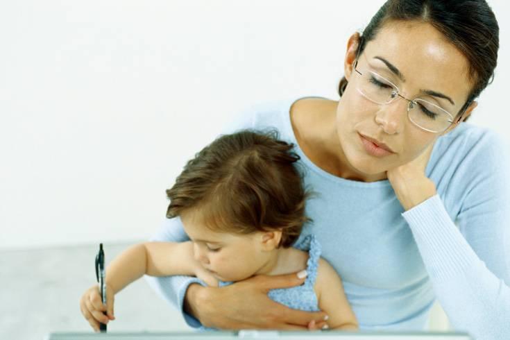 Menschen brauchen unterschiedlich viel Schlaf - das gilt auch für Kinder. Finden Sie mit Hilfe eines Schlafprotokolls heraus, wie viele Stunden Ihr Sohn oder Ihre Tochter tatsächlich benötigen. Denn nur wenn ein Kind wirklich müde ist, kann es einschlafen.