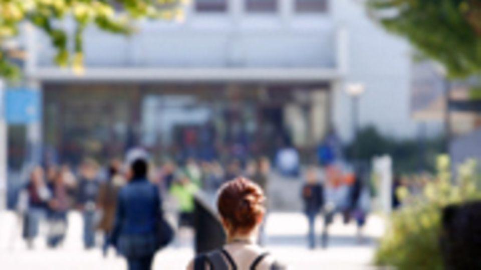 Der Weg zur Universität ist weit und will gut vorbereitet sein