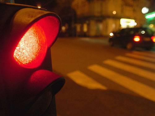 Die Ordnungshüter von Mexiko City sind aber auch dafür bekannt, dass sie dann und wann gerne einmal ein Auge zudrücken. Das gilt auch im Straßenverkehr. Zwischen 23 Uhr und 5 Uhr muss man an der Ampel nicht unbedingt halten