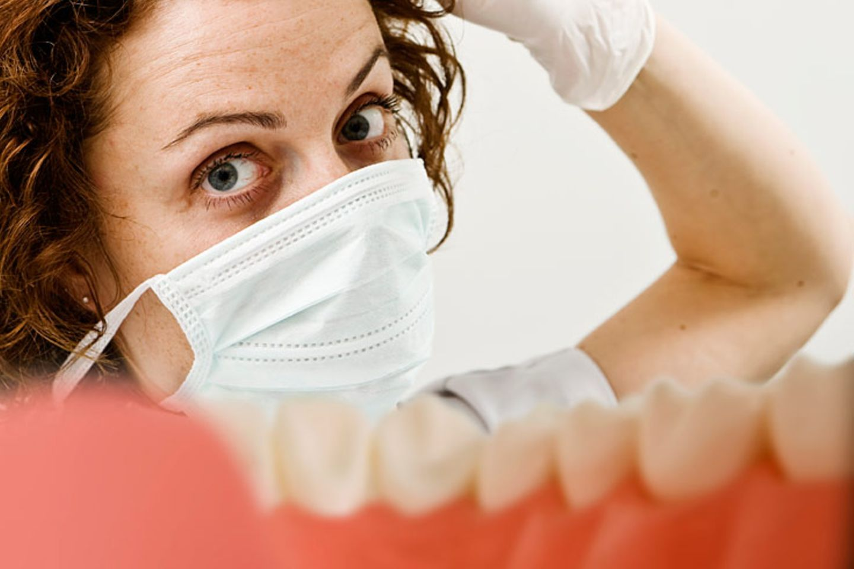 Menschen mit Diabetes haben häufiger Zahnprobleme oder wundes Zahnfleisch als Gesunde. Pflegen Sie Ihr Gebiss daher besonders gründlich, jeden Tag zweimal, morgens und abends