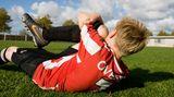 Informieren Sie den Sportlehrer, dass körperliche Anstrengung zu Unterzuckerung führen kann. Der Lehrer oder Ihr Kind sollte immer ein Päckchen Traubenzucker oder gezuckerten Saft griffbereit haben, um bei den leisesten Anzeichen einer Unterzuckerung schnell reagieren zu können