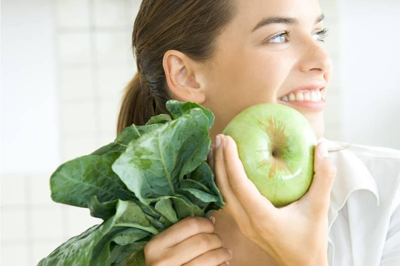 Gesund leben und sich gut ernähren - das sind die Eckpfeiler für ein stabiles Immunsystem. Bewegen Sie sich regelmäßig an frischer Luft, schlafen Sie ausreichend, versuchen Sie, Stress innerlich von sich fernzuhalten. Verzichten Sie auf das Rauchen und auf übermäßig viel Alkohol. Ernähren Sie sich möglichst vollwertig und achten Sie darauf, dass Sie genügend Vitamine und Mineralstoffe zu sich nehmen