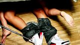 Spannend scheint es in Deutschlands Betten auch nicht immer zuzugehen. 69 Prozent der Männer und zwei Drittel der Frauen wünschen sich mehr Abwechslung beim Sex    Video: Klatsch for Lunch: Besuch auf der Pornomesse