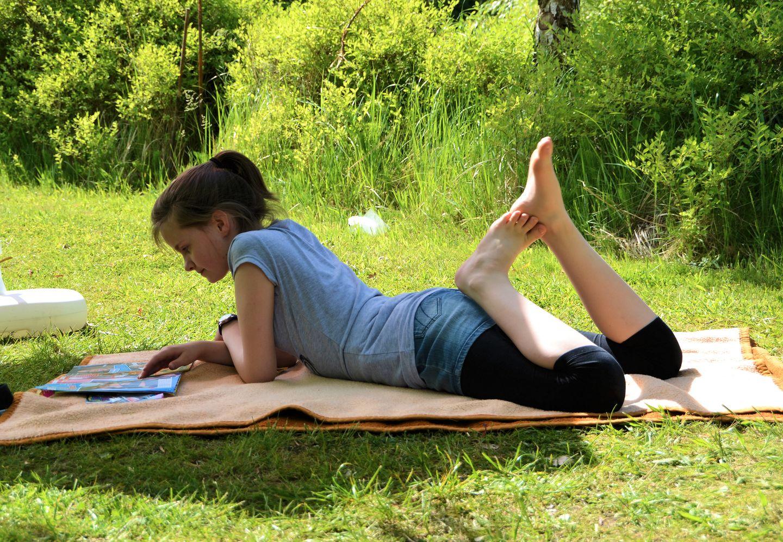 Geben Sie Ihrer Haut die Chance, sich an die UV-Strahlung zu gewöhnen. Legen Sie sich in den ersten Tagen nur kurz in die Sonne. Für alle Tage gilt: Bleiben Sie zwischen 11 und 15 Uhr im Schatten!