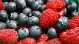 Raucher brauchen mehr antioxidative Vitamine wie A, C und E. Essen Sie daher viel Obst und Gemüse. Das ist wirksamer als Vitamine in Tablettenform
