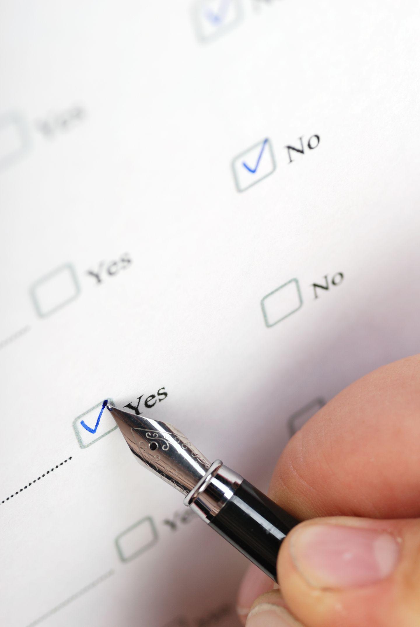 Schreiben Sie Ihre Symptome auf. Gut geht das mit vorgefertigten Fragebögen wie etwa dem Kieler Kopfschmerzfragebogen