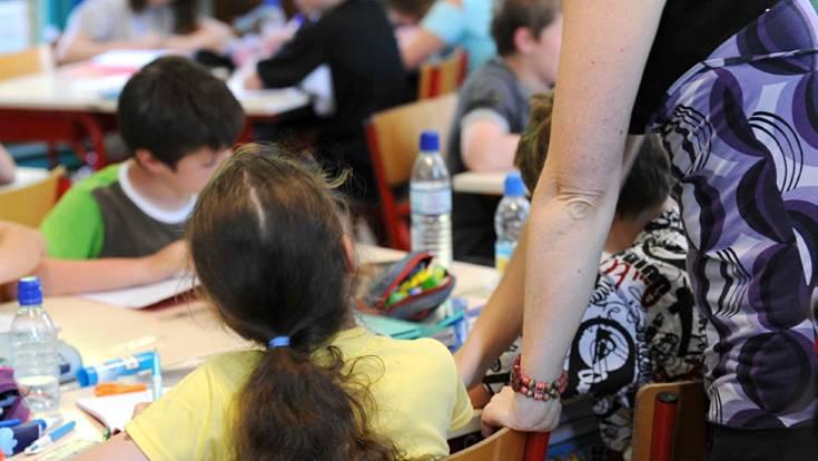 Ihr Kind möchte sein wie die anderen. Trotzdem sollten alle Mitschüler in der Klasse wissen, dass es zuckerkrank ist. Informieren Sie auch die Lehrer darüber, wie sich Ihr Kind verhält, wenn es unterzuckert ist und wie sie ihm dann helfen können