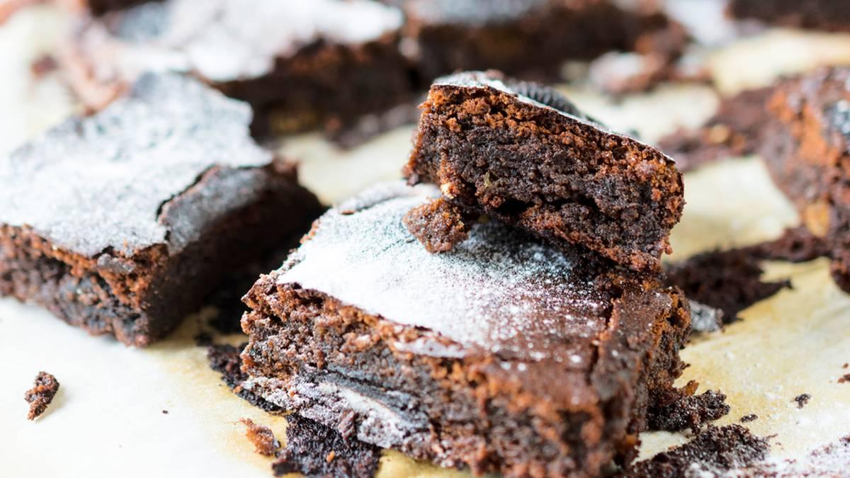 brownie rezept zwei zutaten f r das schokoladige backvergn gen. Black Bedroom Furniture Sets. Home Design Ideas
