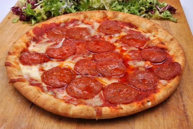 salami pizza im test von stiftung warentest oft lecker aber leider fettig. Black Bedroom Furniture Sets. Home Design Ideas