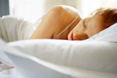 Wer die richtige Matratze für sich gefunden hat, schläft deutlich besser.