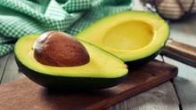 Mit der Avocado lässt sich einiges anstellen: Sie schmeckt als Sauce, im Salat oder in der Suppe.